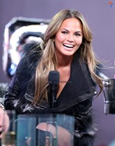 Chrissy-Teigen-New-Years-Eve-with-Carson-Daly-in-New-York-City-Image21