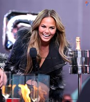 Chrissy-Teigen-New-Years-Eve-with-Carson-Daly-in-New-York-City-Image19