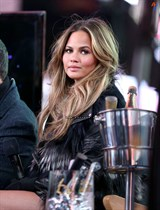 Chrissy-Teigen-New-Years-Eve-with-Carson-Daly-in-New-York-City-Image15