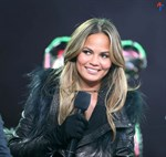 Chrissy-Teigen-New-Years-Eve-with-Carson-Daly-in-New-York-City-Image11