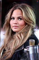 Chrissy-Teigen-New-Years-Eve-with-Carson-Daly-in-New-York-City-Image9