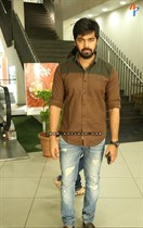 Tollywood-Celebs-at-Tungabhadra-Movie-Special-Show-Image27