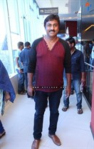 Tollywood-Celebs-at-Tungabhadra-Movie-Special-Show-Image17