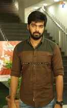 Tollywood-Celebs-at-Tungabhadra-Movie-Special-Show-Image8