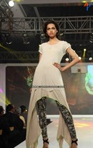 Bollywood-Models-and-Actresses-At-Launch-of-LIVA-Fashion-Image16