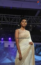 Bollywood-Models-and-Actresses-At-Launch-of-LIVA-Fashion-Image12